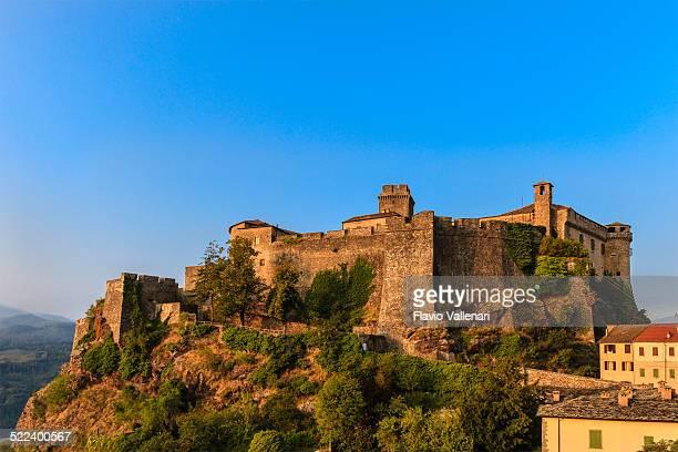 bardi, emilia romagna, italia - castello foto e immagini stock