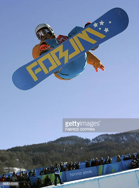 Netherland's Cheryl Maas competes during the first run of the Ladies' snowboard Halfpipe qualifying on the third day of the Turin 2006 Winter...
