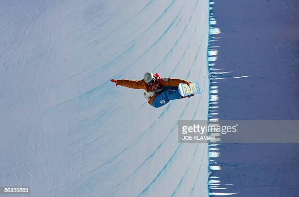 Netherland's Cheryl Maas competes during the Ladies' snowboard Halfpipe final on the third day of the Turin 2006 Winter Olympics 13 February 2006 in...