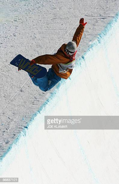 Netherlnads' Cheryl Maas competes during the Ladies' snowboard Halfpipe final on the third day of the Turin 2006 Winter Olympics 13 February 2006 in...