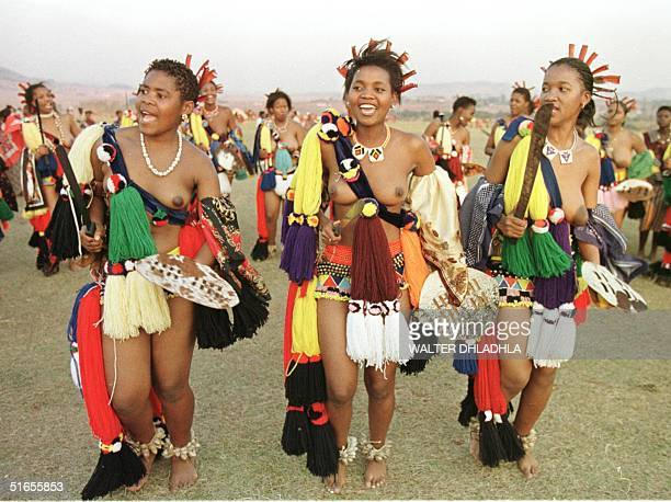 Bare breasted and unbetrothed Swazi maidens clutch knives and chant traditional songs during Swaziland's Umhlanga ceremony in Mbabane 04 September...