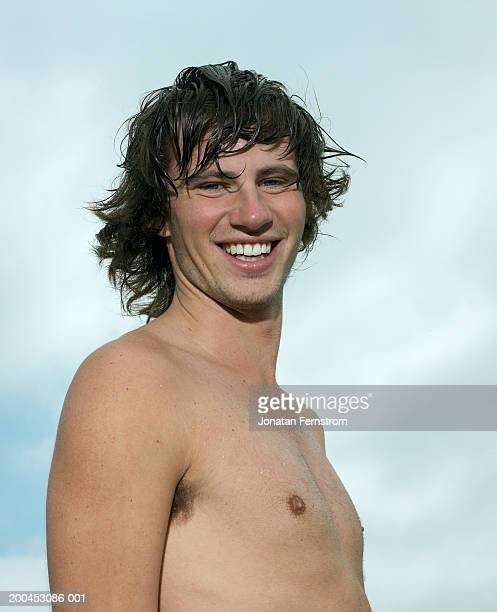 bare chested young man outdoors, smiling, portrait - chest barechested bare chested stock-fotos und bilder