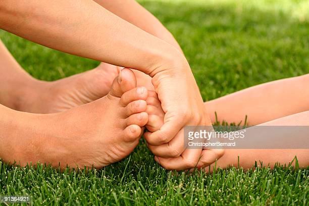 piedi nudi - ragazzi fighi nudi foto e immagini stock