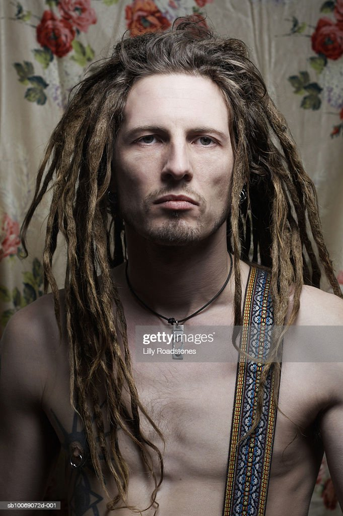Barechested man with dreadlocks, close-up, portrait : Stockfoto