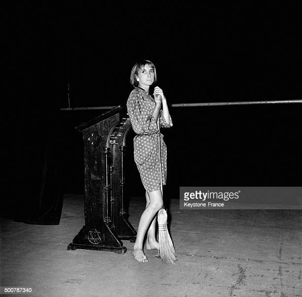 Barefoot actress Bulle Ogier on stage at the Théâtre Récamier for Marc O's play 'Le Printemps' on July 15, 1963 in Paris, France.