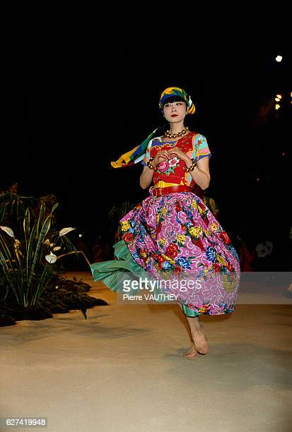A barefoot fashion model wears a floral print skirt and shirt by Japanese fashion designer Kenzo Takada at his springsummer 1988 fashion show in...