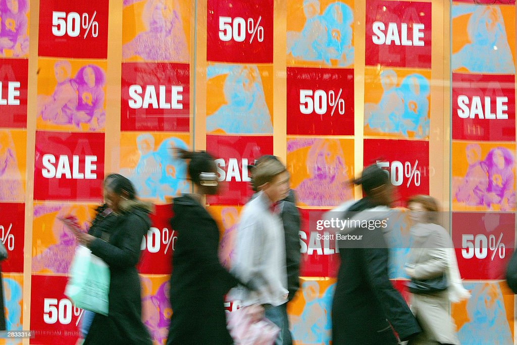 Londoners Hit The Shops As The Sales Season Begins : News Photo