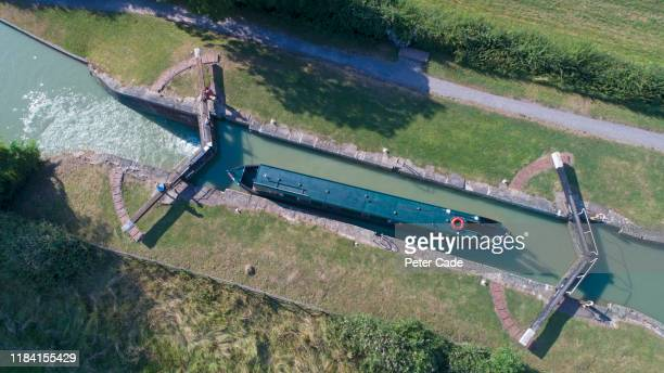 barge boat on the bath and avon canal - {{ collectponotification.cta }} stock pictures, royalty-free photos & images