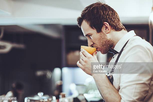 barista is tasting an espresso - tasting stock pictures, royalty-free photos & images