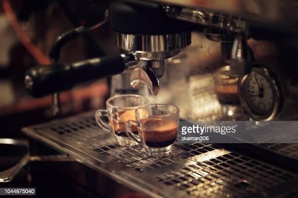 barista making hot espresso double shot coffee - italienische kultur stock-fotos und bilder
