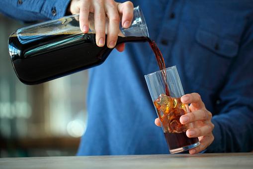 Barista making iced coffee, Kenwood, California, USA - gettyimageskorea