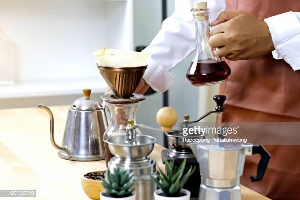 barista preparing coffee with grinders, coffee bean and hot pot - küchenzubehör stock-fotos und bilder