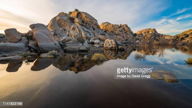 barker dam sunset - 巨礫 ストックフォトと画像