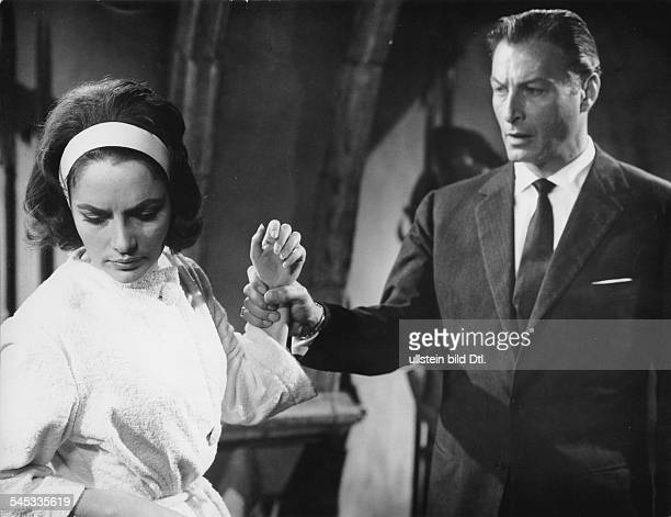 Barker Lex Actor USA * Scene from the movie 'Die unsichtbaren Krallen des Dr Mabuse' engl title 'The Invisible Dr Mabuse' with Karin Dor Directed by...