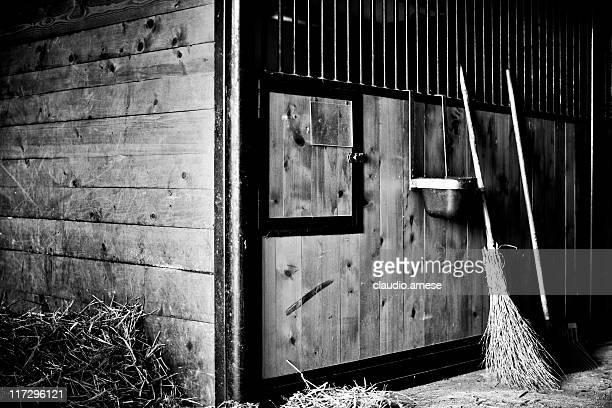 Scheune. Landwirtschaftliches Gebäude. Schwarz und Weiß