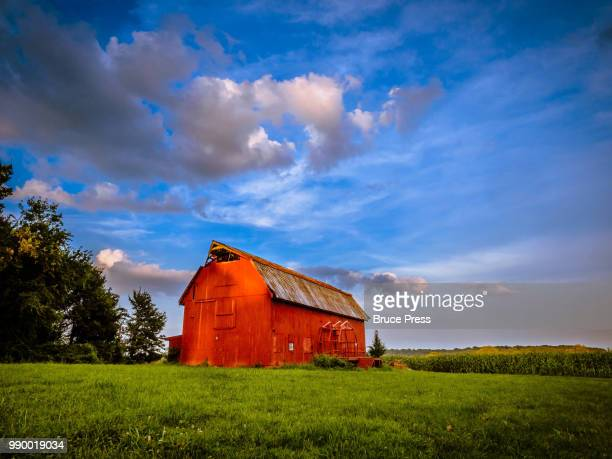 barn at the end of the day - barn stock pictures, royalty-free photos & images