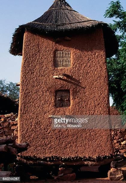 Barn in the Dogon village of Kundu, with the Bandiagara Escarpment in the background , Mali.