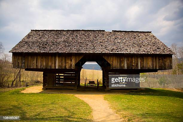 barn - cades cove stock pictures, royalty-free photos & images