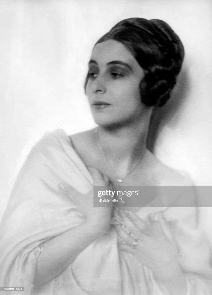 barnay margit actress germany half length photographer