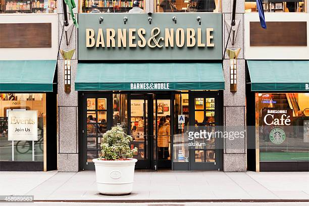 barnes and noble bookstore in the fifth avenue - barnes & noble fifth avenue stock pictures, royalty-free photos & images