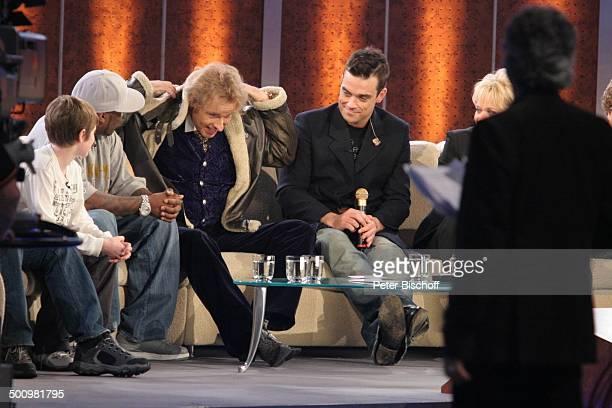 Barney Clark Rapper 50 Cent Thomas Gottschalk Robbie Williams Gaby Köster ZDFShow Wetten dass Düsseldorf PNr 1612/2005 Rheinhalle Bühne Sofa Couch...