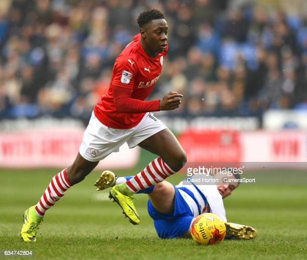 Barnsley's Andy Yiadom avoids a tackle from Reading's Liam Kelly during the Sky Bet Championship match between Reading and Barnsley at Madejski...
