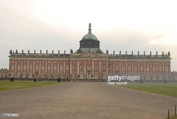 BarockSchloss 'Neues Palais' Park Sanssouci Besucher Potsdam Brandenburg Deutschland Europa UNESCOWeltkulturerbe Sehenswürdigkeit Touristen Reise
