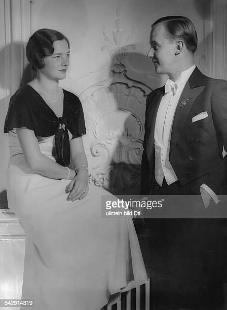 Baron Georg von AltStutterheim and Baroness Ellen at the ball of the BlauWeiss tennis club Berlin Hotel Esplanade Picture by Karl Schenker 1933