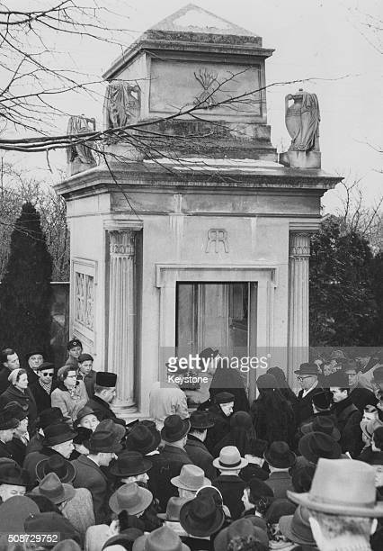 Baron Louis Nathaniel de Rothschild is laid to rest at the family tomb mourned by his brother Eugen de Rothschild in Austria January 1955