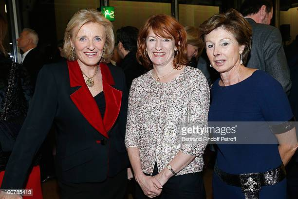 Baroness Antoinette Seilliere Muriel Mayette and Princess MarieLouise de Clermont Tonnerre attend the 8th Annual Dinner of the 'Societe Des Amis Du...