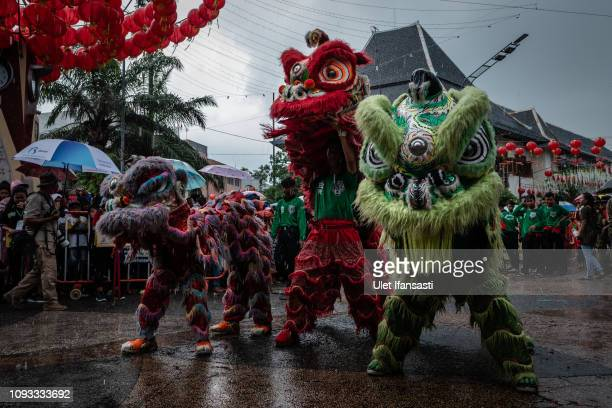 Barongsai dancers perform during Grebeg Sudiro festival infront of Tien Kok Sie temple on February 3 2019 in Solo City Central Java Indonesia Grebeg...