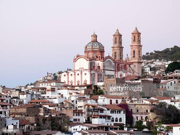 植民地時代の教会 taxco 、メキシコ - ゲレーロ州 ストックフォトと画像