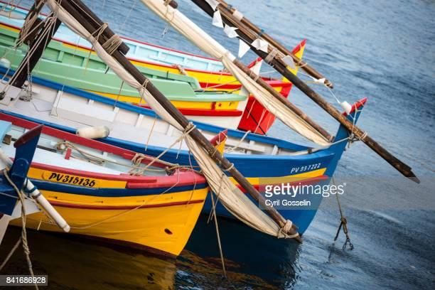 barques catalanes - collioure photos et images de collection