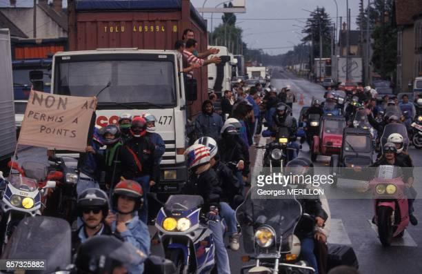 Barrage de routiers rejoints par des motards dans la region de Nemours le 5 juillet 1992 en France