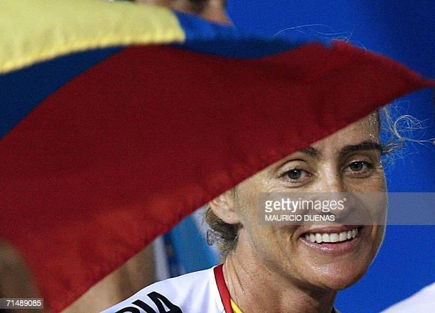 ACOMPANA NOTA La ciclista colombiana Maria Luisa Calle sonrie luego de ganar la prueba de persecucion individual durante los XX Juegos...