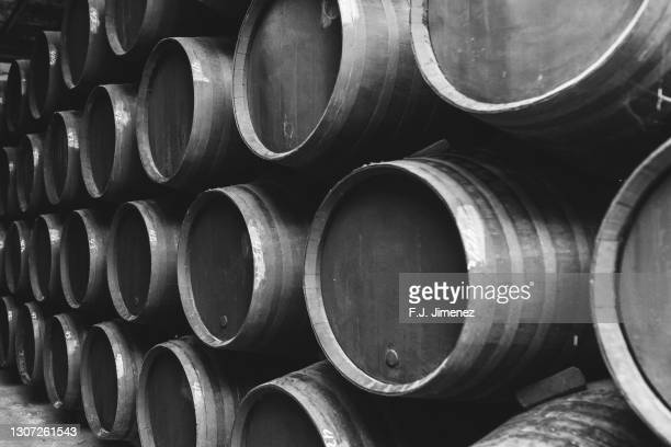 barrels stacked in the winery in black and white - ヘレスデラフロンテラ ストックフォトと画像