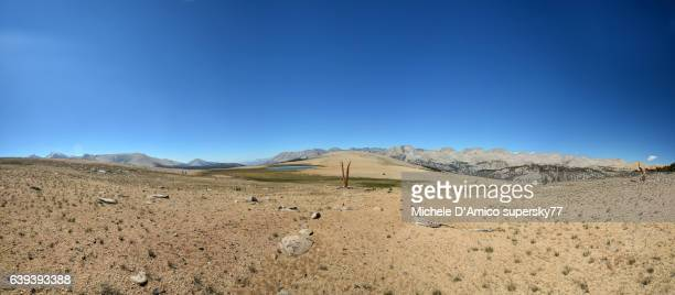 barren alpine desert in the sierra nevada - john muir trail stock photos and pictures