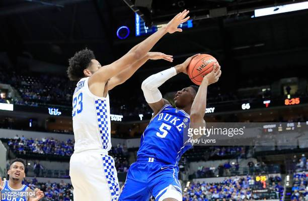 Barrett of the Duke Blue Devils shoots the ball against the kentucky Wildcats during the State Farm Champions Classic at Bankers Life Fieldhouse on...