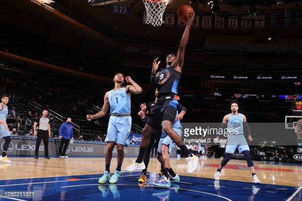 Barrett of the New York Knicks drives to the basket during the game against the Memphis Grizzlies on April 9, 2021 at Madison Square Garden in New...