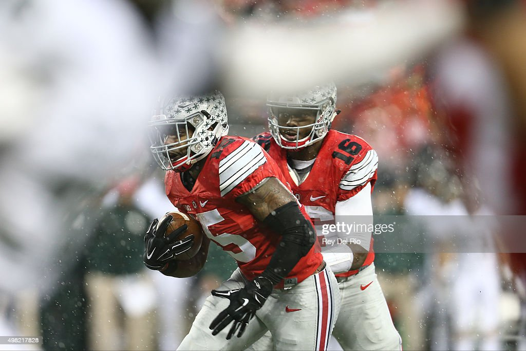 J.T. Barrett #16 of the Ohio State Buckeyes looks to hand the ball off to Ezekiel Elliott #15 of the Ohio State Buckeyes in the second quarter against the Michigan State Spartans at Ohio Stadium on November 21, 2015 in Columbus, Ohio.