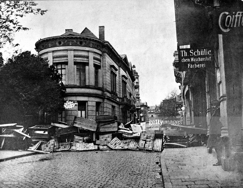 Beautiful Barrikade Vor Dem Haus DesRegierungspräsidenten In Aachen Währendder  Separatistenkämpfe Ende Oktober 1923