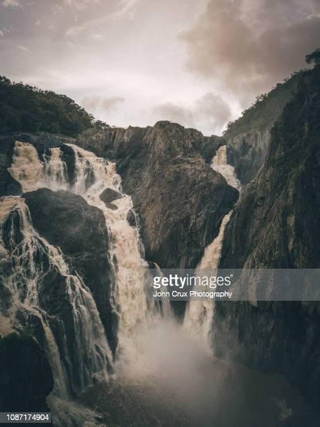 barron falls wet season - クランダ ストックフォトと画像