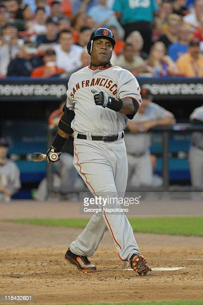 Barry Bonds at bat in the 4th inning during the game between the San Francisco Giants and the New York Mets at Shea Stadium in Queens New York on May...