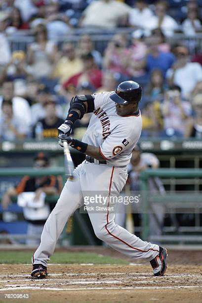 Barry Bonds of the San Francisco Giants bats against the Pittsburgh Pirates in Game 1 of a double header on August 13, 2007 at PNC Park in...