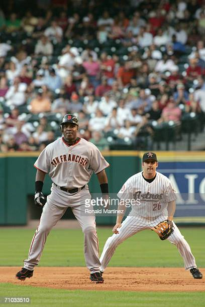Barry Bonds of the San Francisco Giants gets ready to move to second against Mike Lamb of the Houston Astros after being walked in the first inning...