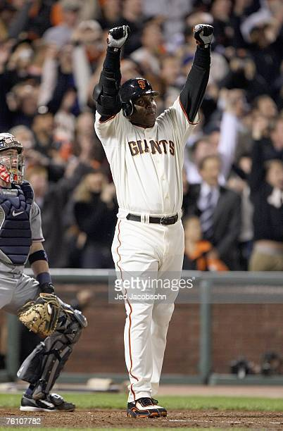 Barry Bonds of the San Francisco Giants hits career home run against Mike Bacsik of the Washington Nationals on August 7 2007 at ATT Park in San...