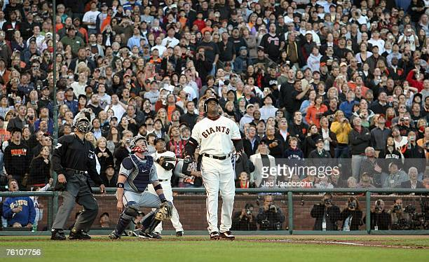 Barry Bonds of the San Francisco Giants raises his fists after hitting career home run against Mike Bacsik of the Washington Nationals on August 7,...