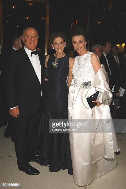 Barry Diller Annette de la Renta and Mercedes Bass attend Metropolitan Opera Opening Night Dinner at Lincoln Center on September 25 2006 in New York...