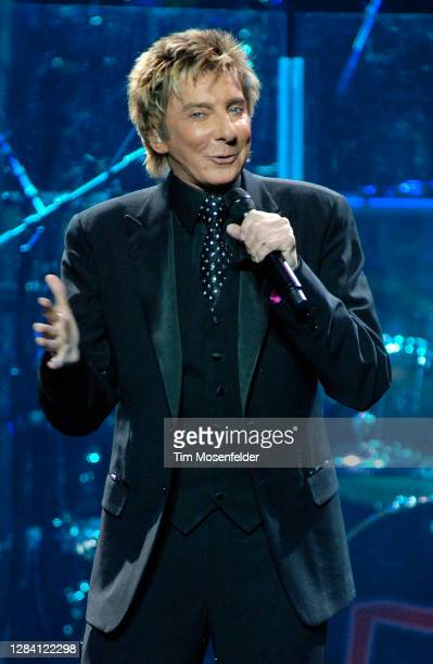 Barry Manilow performs at HP Pavilion on February 15, 2008 in San Jose, California.