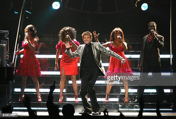 Barry Manilow performs in concert to Benefit The Breast Cancer Research Foundation at the Nassau Coliseum on February 14, 2009 in Uniondale, New York.